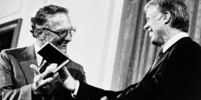 Robert Noyce accepting an award from President Carter